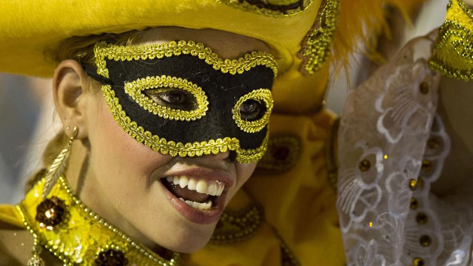 Бразильский карнавал в Рио-де-Жанейро